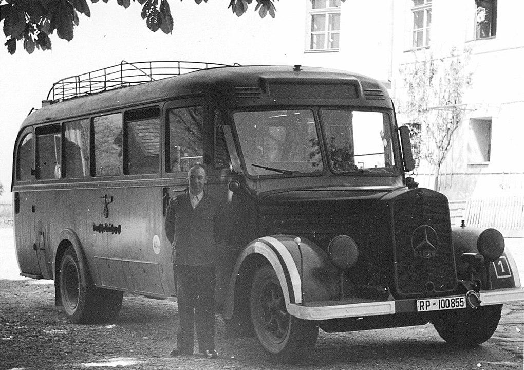 1020px-Bus_Hartheim_Foto_Niedernhart_Prozess